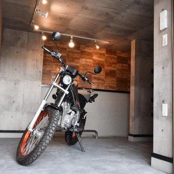 バイクを入れてもゆったり余裕!(※写真は見本のイメージです)