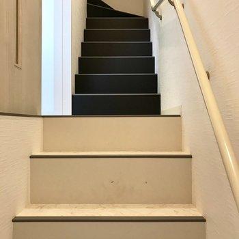 階段をのぼってまずは2階。寝室へ。
