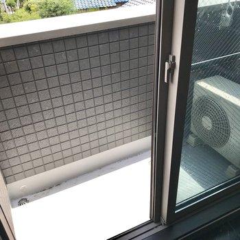 バルコニーも3階にありました。コンパクトだけど日当たりもいいし、浴室乾燥機とうまく使い分けよう。