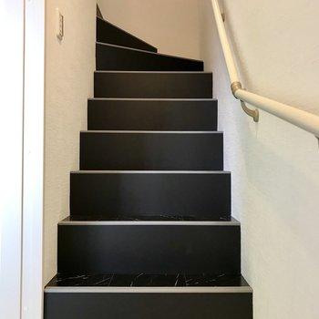 さらに階段をのぼって3階へ。次はリビングです。
