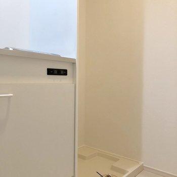 キッチンの横には洗濯機置き場があります※写真は前回募集時のものです