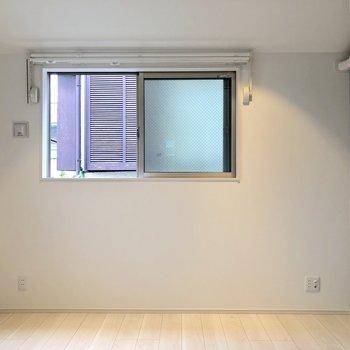 廊下を後ろに。居室を見てみましょう