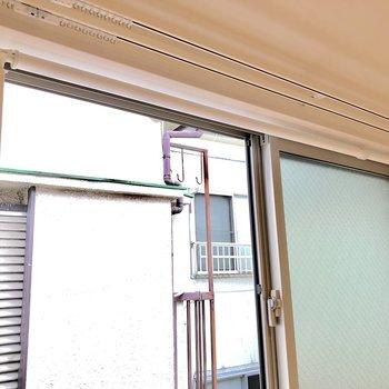 窓には物干し竿が※写真は前回募集時のものです