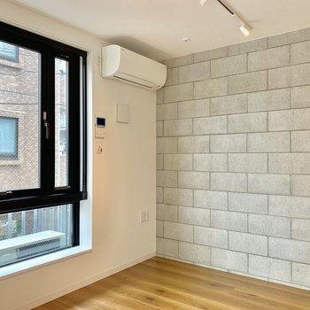 コンクリート打ちっぱなしの壁がスタイリッシュ