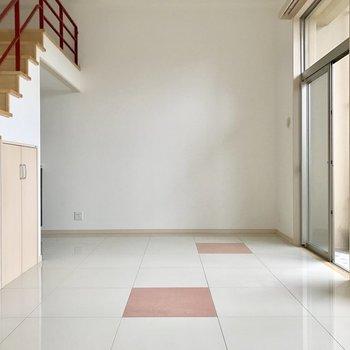 床がタイルで冷たいからスリッパが欲しいかな。(※写真は3階の同間取り別部屋のものです)