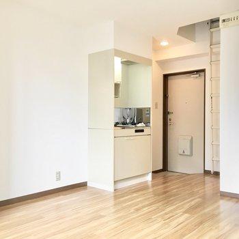 冷蔵庫はキッチン横スペースに。