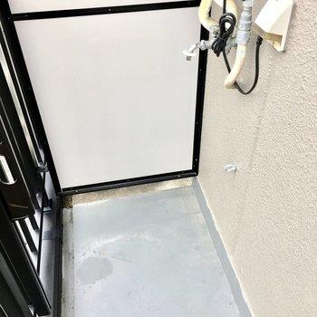 洗濯置き場はバルコニーです、、
