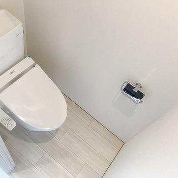清潔感のあるトイレ。※写真はクリーニング前のものです