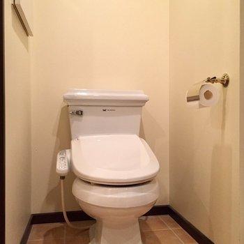 トイレの土台の部分、気品を感じます(※写真は10階の反転間取り別部屋のものです)