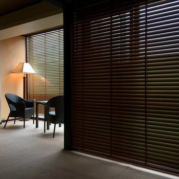寝室側は昼間でもしっかり光を遮ります(※写真は10階の反転間取り別部屋のものです)