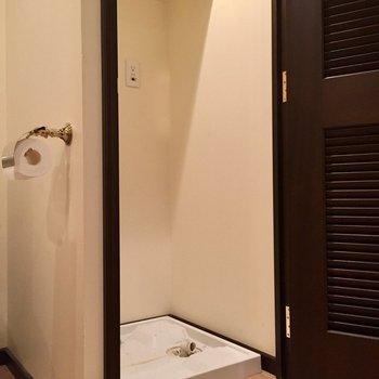 洗濯機はこちらに隠して置けますね(※写真は10階の反転間取り別部屋のものです)