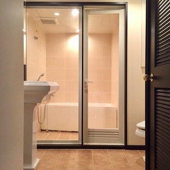 水回りはラグジュアリーな空間(※写真は10階の反転間取り別部屋のものです)