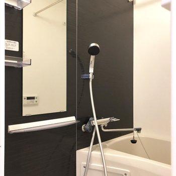 シャワールームはシックなんだなぁ。