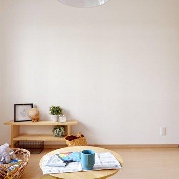 【洋室6.1帖】ベッドや机を置いてもゆとりがありそうです※家具・雑貨はサンプルです