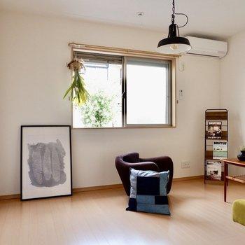 【洋室7.2帖】こちらは寝室かな※家具・雑貨はサンプルです