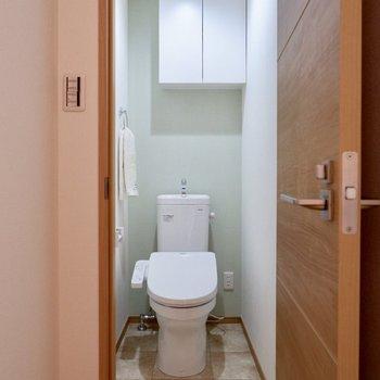 グリーンのアクセントクロスが爽やかなトイレ