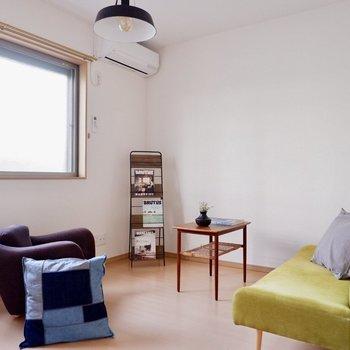 【洋室7.2帖】エアコンが付いているので快適に眠れそう◎※家具・雑貨はサンプルです