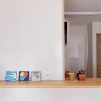 【LDK】ホワイトボードになっているので、メモを書いたり写真を貼ったりできますよ◎※家具・雑貨はサンプルです