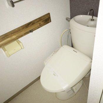 トイレはウォシュレット付き(※フラッシュ撮影しています)
