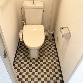 トイレはウォシュレットに上部棚付き○
