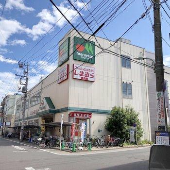駅前には大きなスーパーもありますよ