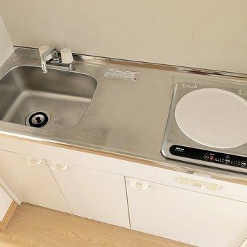 調理スペースが確保され、IHコンロなのでお掃除もしやすいですね