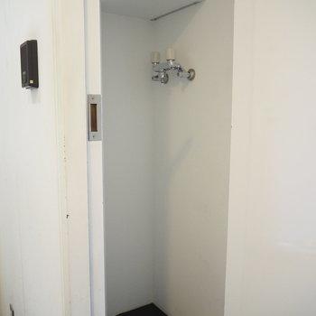 1F】洗濯機置場は玄関横に