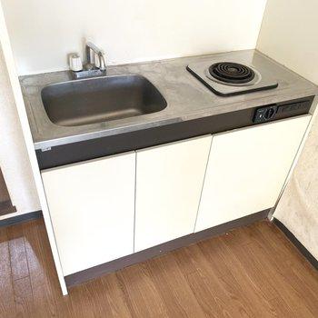 調理スペースは便利グッズで確保しましょう(※写真のお部屋は清掃前のものです)