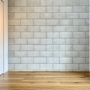 コンクリート打ちっぱなしの壁が涼しげですね