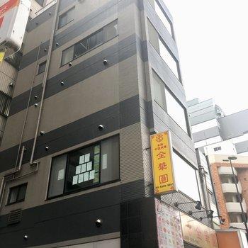 1階には中華料理屋さんが。毎日通っちゃう。