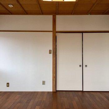 【4F】部屋の入り口はふすま。はい旅館決定。