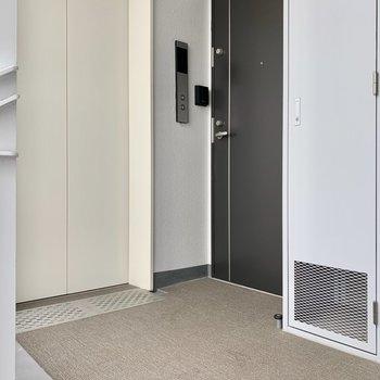 エレベーターすぐのお部屋です