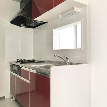 【LDK】真っ赤なキッチンがクールですね。