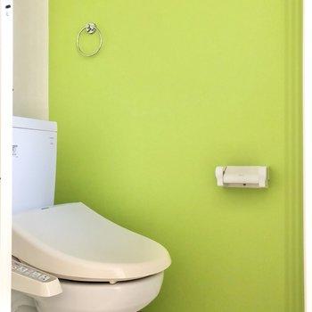 グリーンの落ち着くトイレがあります。