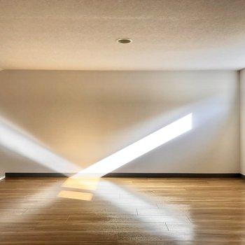 【ロフト】光の交差が素敵……!