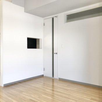 【LDK】ドアは玄関へと続いています。