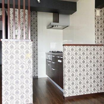 キッチンは独立したカタチ(※写真は清掃前のものです)