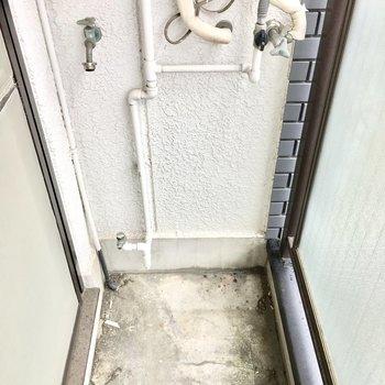洗濯置き場はバルコニーに。