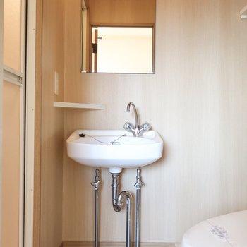 洗面、かわいいサイズなの♪(※写真は12階の同間取り、角部屋のものです)