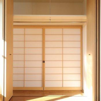 クローゼットも大きめ◎ この障子戸は外してお部屋の仕切りとしても使えます♪(※写真は12階の同間取り、角部屋のものです)