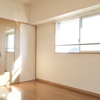 角部屋ならではの明るさ◎(※写真は12階の同間取り、角部屋のものです)