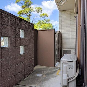テラススペースの門扉から大通りにも出れます。
