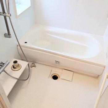 お風呂はゆったりできそう〜◎追い焚き付きです。(※写真は清掃前のものです)