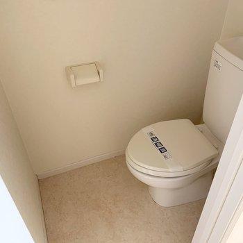 トイレもシンプルタイプです◎