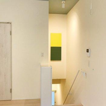 玄関へ繋がる階段に彩りが。爽やかですね。 ※写真は前回募集時のものです