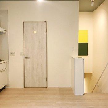 お隣の扉からサニタリーへ繋がります。 ※写真は前回募集時のものです