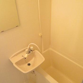 お風呂と洗面台は同じ空間に