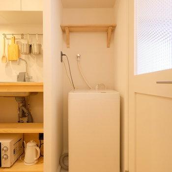 洗濯機はキッチン横に