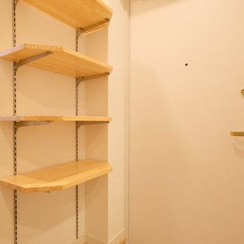 玄関の可動棚、便利です