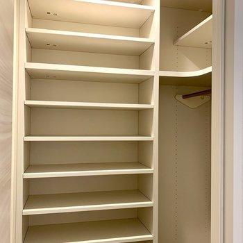 シューズボックスはややウォークイン※写真は1階の同間取り別部屋のものです
